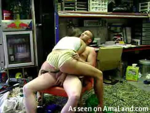Tetona mamona hace su numero porno en la tienda