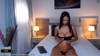 Mulata Flaca y Operada se Masturba Por Webcam en Colombia